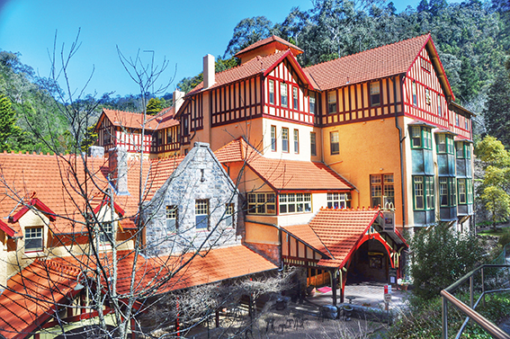 Jenolan-Caves-House3